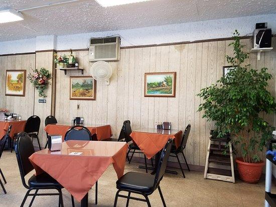 เวสต์บิวรี, นิวยอร์ก: Simple comfy interior dining room!