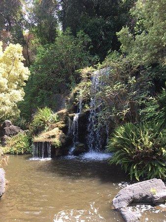 อาร์เคเดีย, แคลิฟอร์เนีย: waterfall