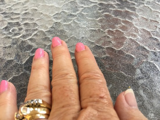 Saint Augustine Beach, FL: Had a gel manicure on Friday.  Had to go back on Monday since 1 nail had chipped.  This happened