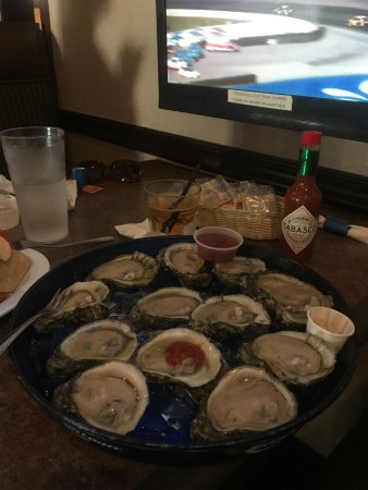 Oyster Pub: Raw Oysters on the Half Shell