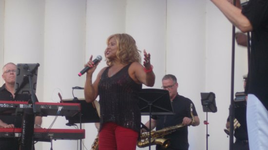 Bridgewater, Nueva Jersey: Darlene Love at Duke Island Park