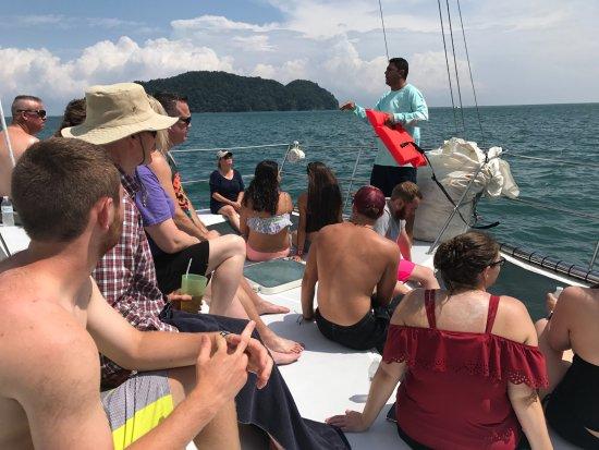 Herradura, Costa Rica: Safety demo before sailing