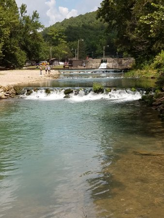 Roaring river state park cassville all you need to for Roaring river fish hatchery
