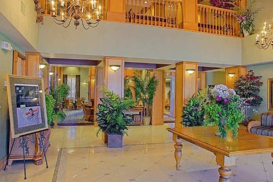 Plainfield, IN: Lobby
