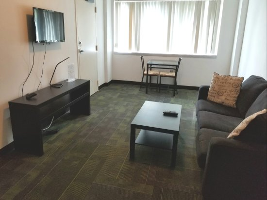 Joud Residence: Great location, friendly staff, good room.