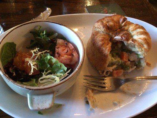 Paddy Flaherty's Irish Pub: Chicken pie