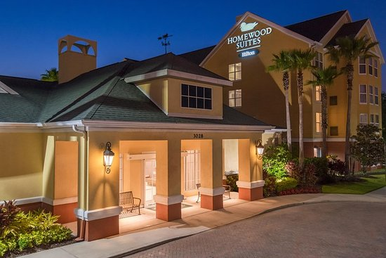 ‪‪Homewood Suites by Hilton Orlando-UCF Area‬: Evening Exterior‬