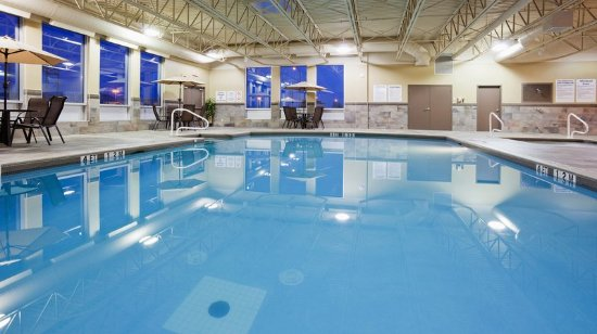 Pointe Claire, Canada: Swim in our wonderful and relaxing indoor heated pool.