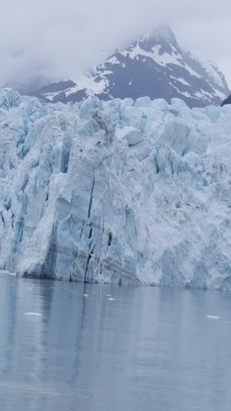 Gustavus, AK: Beautiful glacier seen from NPS cruise