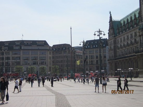 Moenckebergstrasse Shopping: City Hall, town center/market in Hamburg