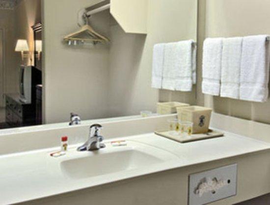San Benito, TX: Bathroom