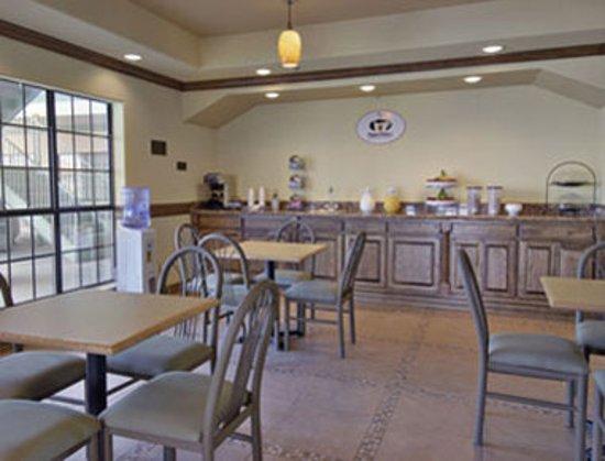 San Benito, TX: Breakfast Area
