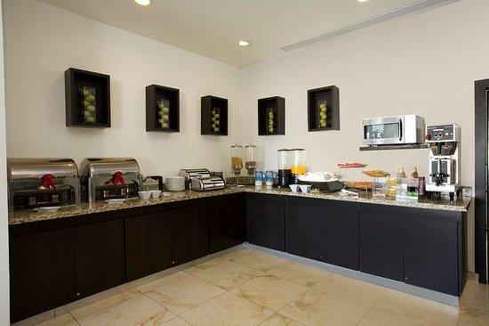 One Aguascalientes Sur : Breakfast Bar