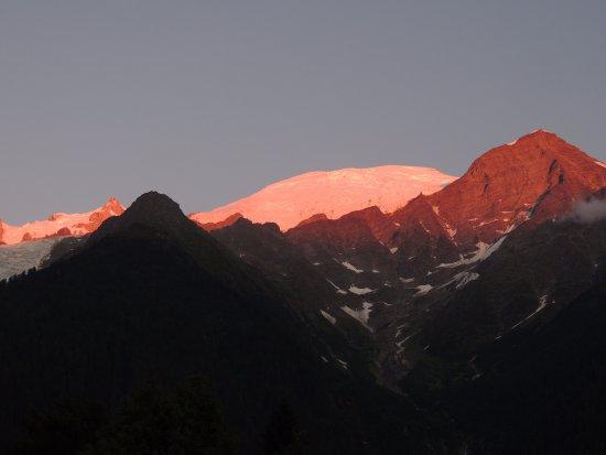 Anoitecer em Les Houches. Mont Blanc visto da janela do apartamento..