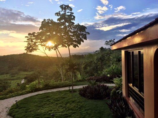 Santa Elena, Belize: Sunset view Villa #3