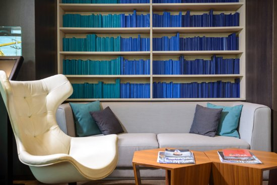 Holiday Inn Vilnius: Have a cup of tea/coffee and relax in our chairs