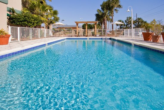 Holiday inn express destin e commons mall area for Swimming pool preisvergleich