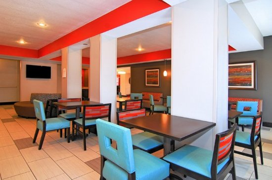 Holiday Inn Express Destin E - Commons Mall Area: Breakfast Area