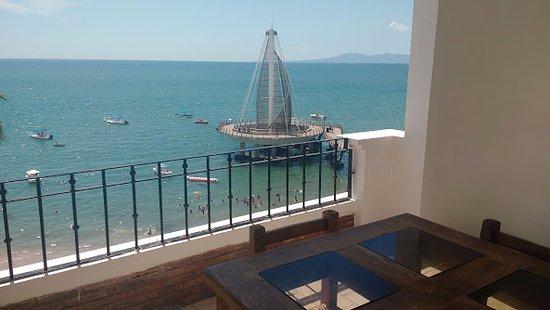 Emperador Vallarta Beachfront Hotel & Suites: vista de la mañana