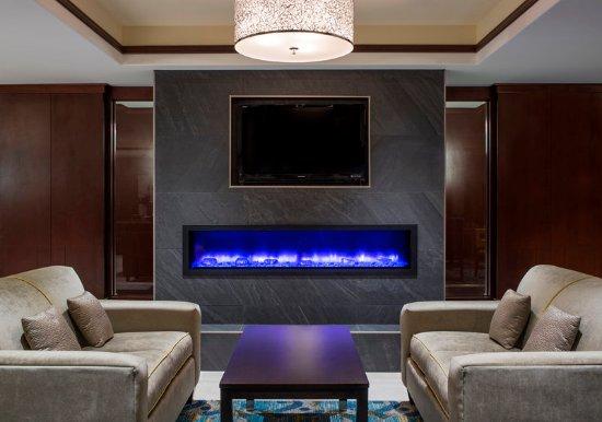 Sherwood Park, Kanada: Great Room Fireplace