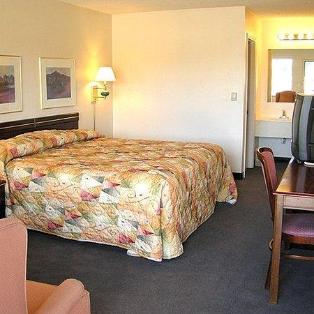 Motel Laramie Room