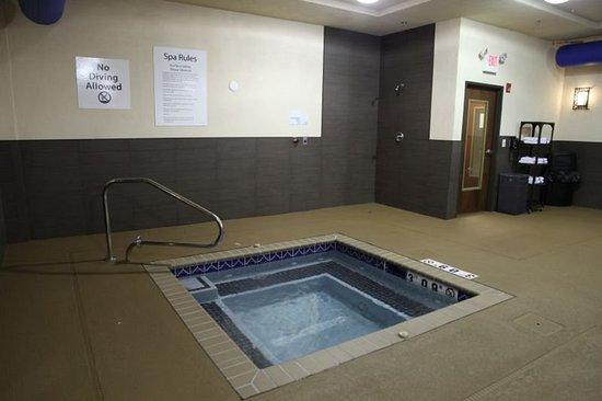 Madison, AL: Relaxing Hot Tub