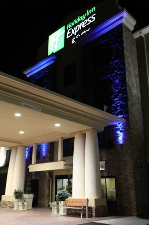 Madison, AL: Inviting entry to Holiday Inn Express & Suites Huntsville Airport