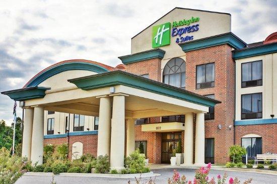 Dyersburg, TN: Hotel Exterior