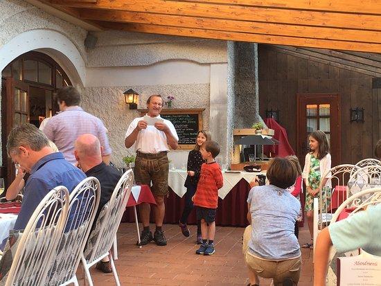 Hotel Schloss Thannegg: Host Ernst telling a story on the patio before dinner