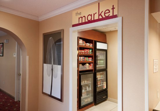 West Springfield, MA: The Market