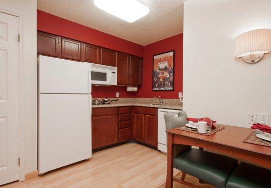 เวสต์สปริงฟิลด์, แมสซาชูเซตส์: Studio & One-Bedroom Suite - Kitchen