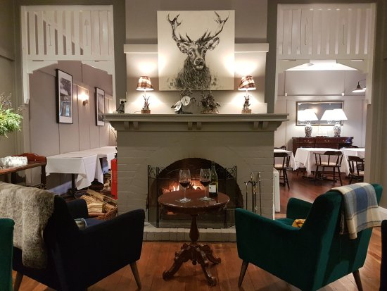 Bundanoon, Avustralya: Cosy up beside the fire with a glass of local red on these frosty days.