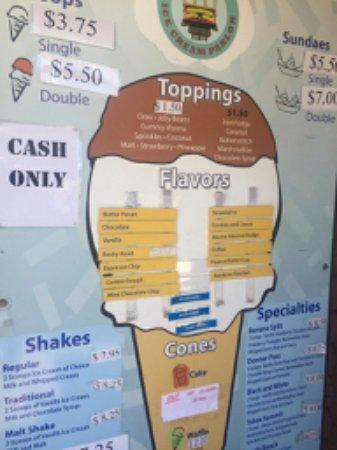 Tahoe Vista, كاليفورنيا: ice cream shop across the street