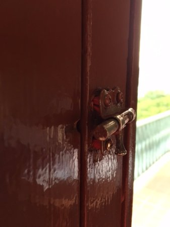 Hotel Melia Ponce: Very insecure lock on room 315 balcony door. : insecure door - Pezcame.Com
