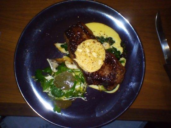 Auburn, أستراليا: Main: Steak with garlic butter and mushroom sauce