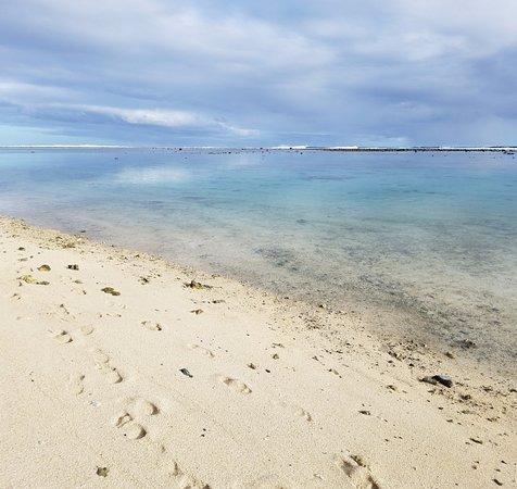 Arorangi, Cook Eilanden: Beach across the road
