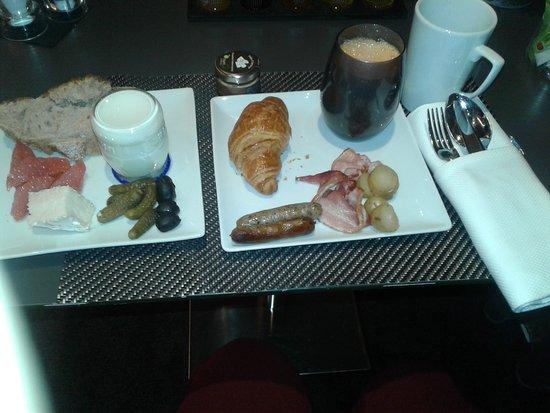 La Defense, França: breakfast with a grate chef & grate omelette