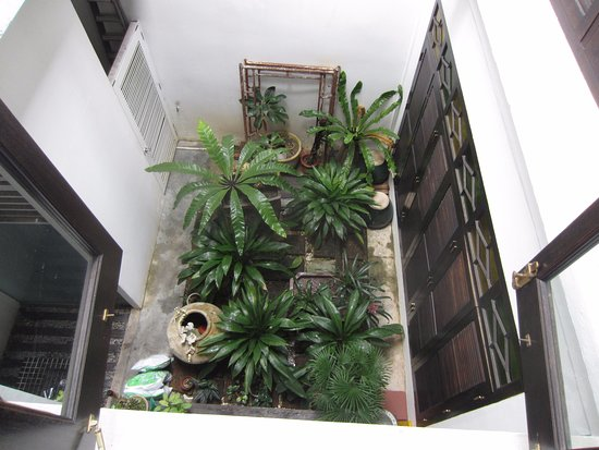Courtyard @ Heeren Boutique Hotel: Looking down from second level