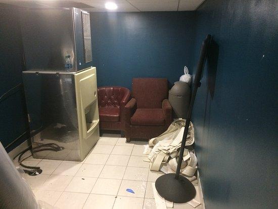 Warwick, Rhode Island: Disgusting Ice Room
