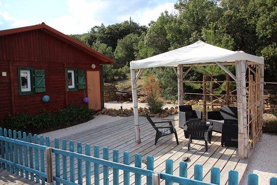 Rouffiac-des-Corbières, France : La terrasse de la piscine