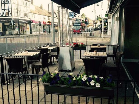 Loughton, UK: Our new heated terrace!