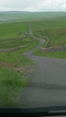 Carlton, UK: Dales dry stone walling on the road from Carlton to Kettlewell