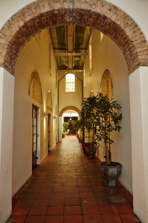 Vineyard Hotel: Passage