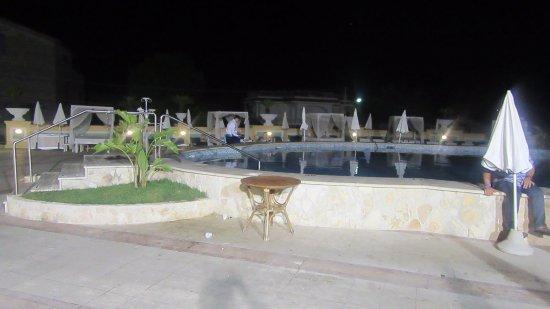 Sant'Agnello, Italia: Pool bar night