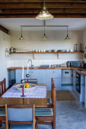 Swellendam, Sudáfrica: 2 bedroom family house - dining room & kitchen