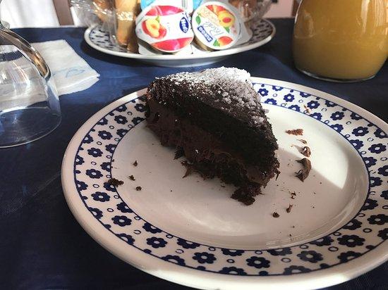 B&B Tanca Marraconi: Torta al cioccolato farcita alla nutella! Sublime!!!