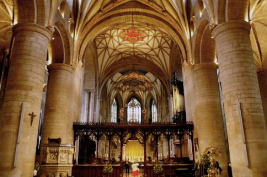 Tewkesbury Abbey: The choir ceiling and the massif columns