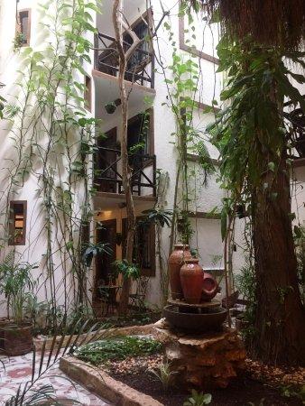 Hotel Boutique Posada Mariposa: L'atrio interno dell'hotel