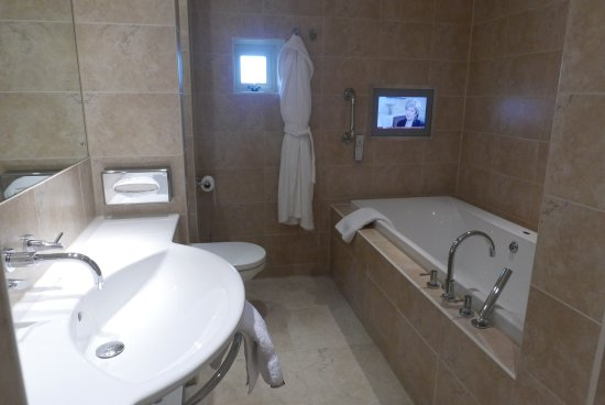 Morston, UK: Bathroom with TV. Pic Michael Webb