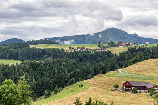 Terento, Italia: la vista ampia dal nostro balconcino